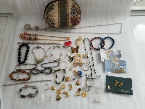 COSTUME JEWELRY MIXED LOT BRACELETS NECKLACES PINS CHARMS EARRINGS W/PURSE