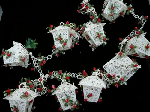 "MCM Xmas Plastic White Birdhouse Lantern Holly Berry Garland 90"" Long"