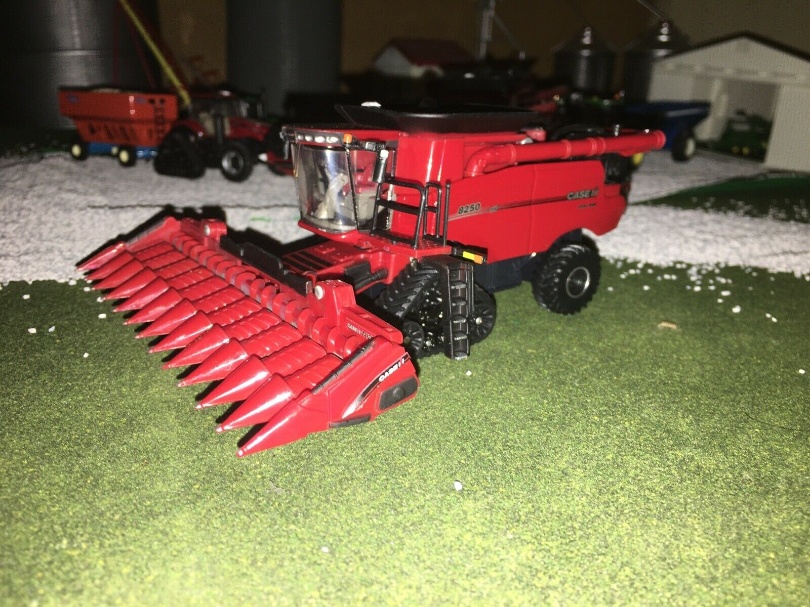 1/64 Ertl Case IH Limited Edition 2020 FarmShow 8250 Axial Flow Combine 12 rowFS