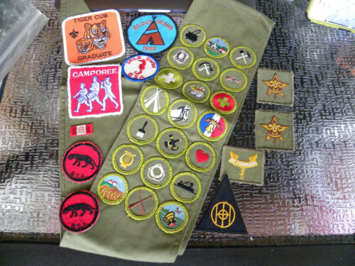 Vintage Boy Scouts Of America BSA Sash with 24 Merit Badges + 10 Patches - EB87