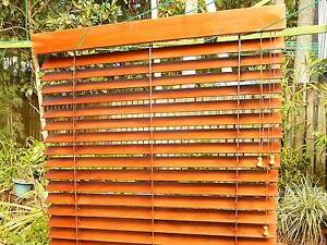 WESTERN RED CEDAR   TIMBER VENETIAN BLIND   CLEAN GC. width 980 Sunshine Beach Noosa Area Preview
