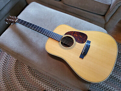 Martin HD-28V 6-string acoustic guitar