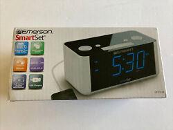 Emerson CKS1708 Smart Set Radio Alarm Clock Blue Display - open box