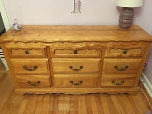 Commode et table de chevet en bois
