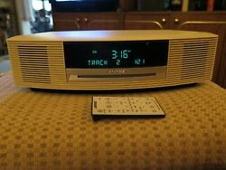 Bose Wave Radio AM/FM/ CD Player/Alarm Clock White AWRCC2 w/ Remote AUX