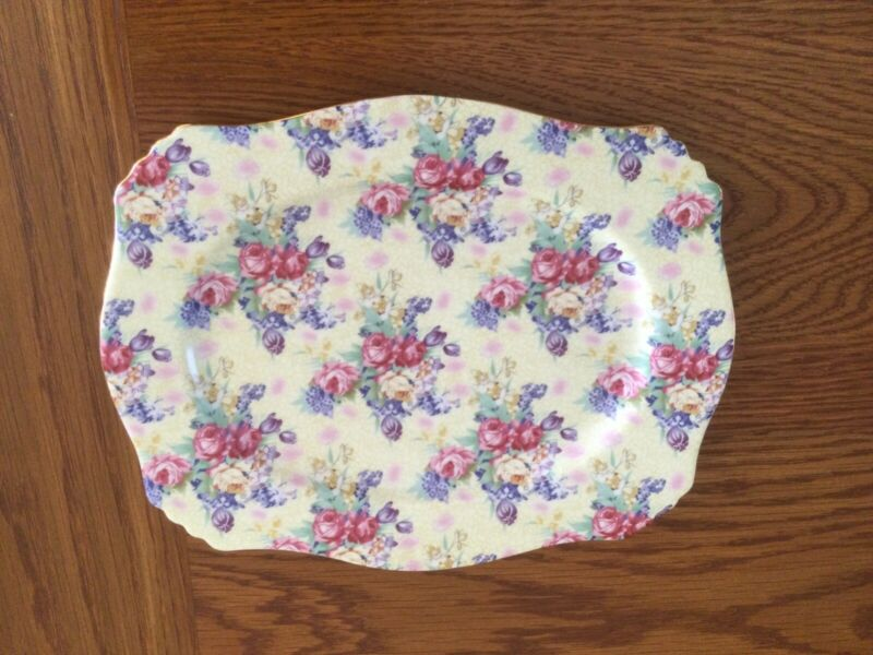 Royal Cotswolds 8 inch by 10 inch Wall Plate Vintage Rose Pattern
