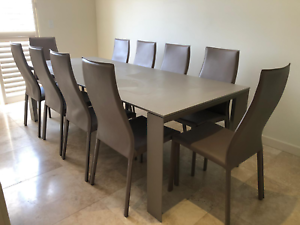 SELLING 4 PIECE ITALIAN WHITE LOUNGE SUITE AND EDRO DINING TABLE