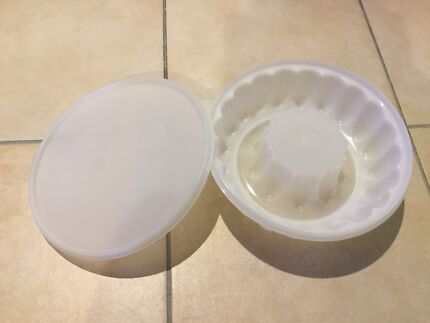 Tupperware Jelly mould in VGC