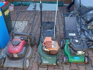 "Honda self drive mower runs but needs work HONDA ON THE LEFT 21"" Paralowie Salisbury Area Preview"