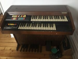 Hammond Romance organ / orgue
