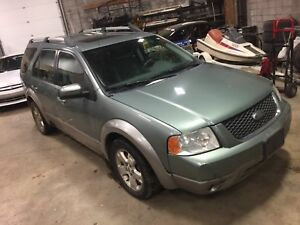2006 Freestyle  SUV, SUNROOF AND LEATHER!!!! 7 passenger