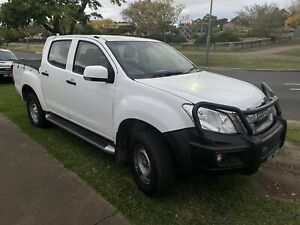 ISUZU DMAX AUTO TURBO DIESEL COMES WITH REG AND A CURRENT RWC
