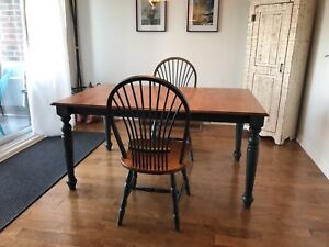 Solid Wood (bois franc) Dining Table & 2 Chairs - Can deliver!