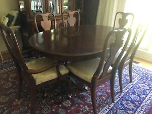 Dining Room table and hatch set