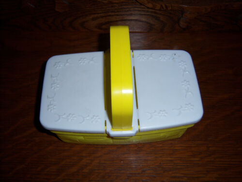 HTF Vintage  adorable  Soft Plastic HINGED YELLOW SQUARE EASTER BASKET
