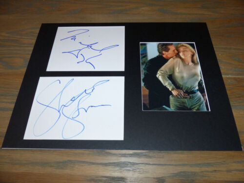 BASIC INSTINCT Michael Douglas  Sharon Stone signed Autogramm 30x40 Passepartout