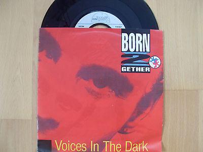 ♫ Single ♫ 4)  BORN 2 GETHER  / Voices in the dark   gebraucht kaufen  Deutschland