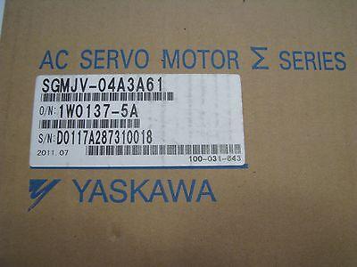 Yaskawa Sgmjv-04a3a61 Ac Servo Motor New In Box 400w 200v 2.7a 3 Phase