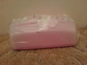 Tupperware - Rectangle Cake Taker - Pink - New Brighton-le-sands Rockdale Area Preview