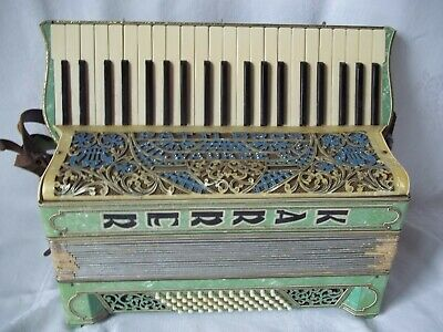 Patti Bros Milwaukee Vintage Accordion  w/ Case  1940S
