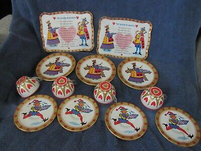 VTG QUEEN OF HEARTS child's tin litho toy tea set 2 Trays, Cups, Saucers, Plates Heart Tin Tea Set
