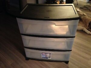 Three drawer unit