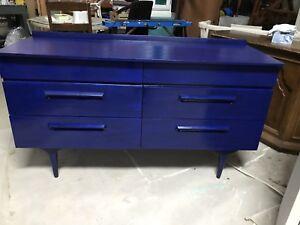 Gorgeous Mid Century Modern Credenza / Dresser