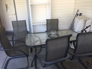 Frames Table with 6 chairs