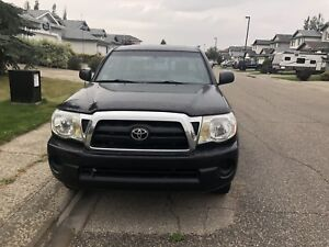 2005 Toyota Tacoma 1 owner excellent condition low kms