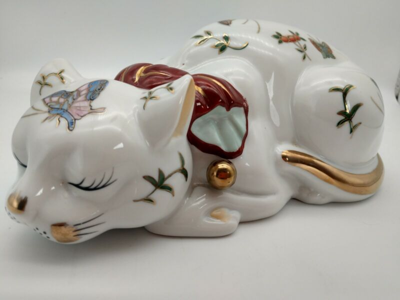 Sleeping Cat Japanese Butterfly Porcelain Imar Kutan Nemuri Neko 9.5 inches
