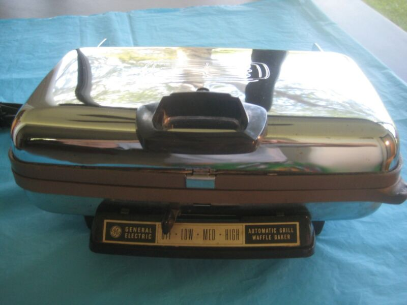 VINTAGE GENERAL ELECTRIC 4 SLICE WAFFLE MAKER 14G44T OPERATES BEAUTIFFULY