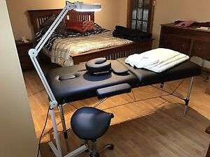 Table de massage, lampe loupe et chaise esthetique