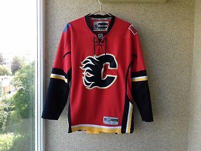 bf08470669e Calgary Hockey Jersey Reebok Canada Shirt M USA NXL