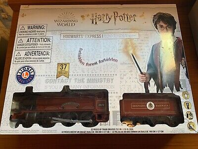 Lionel Trains Harry Potter Hogwarts Express Ready-to-Play Set 37 Pieces