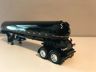 DCP 1/64 All Black Anhydrous Tandem Axle Tanker Trailer W/ Show Fenders