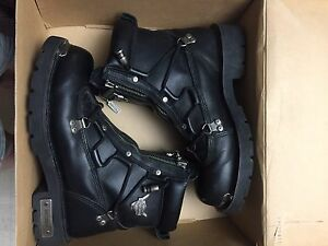 Women's Harley Davidson size 9 motorcycle boots.