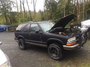 1998 chevy blazer selling quick need engine soon new tranny