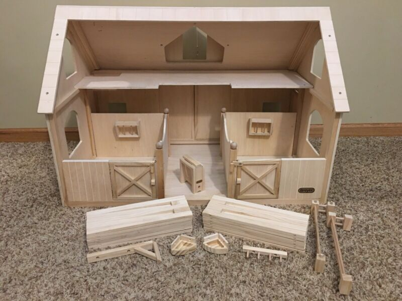 Pre-Owned/Used*Breyer Traditional Horse Wood/Wooden Barn w/Stalls, Fencing*Stall