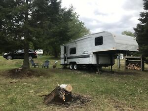 1997 Wildnerness 5th Wheel Camper Trailer