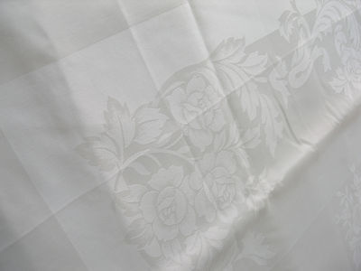 """TABLECLOTH~BANQUET SIZE WHITE QUALITY DAMASK ROSE PATTERN~FLAWLESS  60"""" X 124"""""""