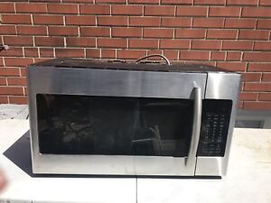 Samsung range hood microwave for sale. only used for 1 year