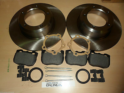 LAND ROVER DEFENDER 90 1994>16 REAR BRAKE DISCS & PADS + FITTING KIT- AP102