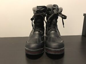 Cougar Canada Women's Size 7 Black Winter Boots
