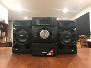 SONY BOOMBOX WITH CD PLAYER AND IPOD DOCK