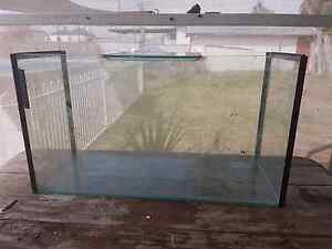 3 ft fish tank and base. Weston Cessnock Area Preview