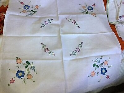 """vintage hand embroidered linen tablecloth 32.5"""" 34"""""""
