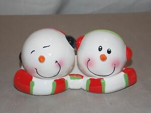 NEW-CERAMIC-CHRISTMAS-MR-amp-MRS-SNOWMAN-WITH-BASE-SALT-amp-PEPPER-SHAKERS-3pc-SET