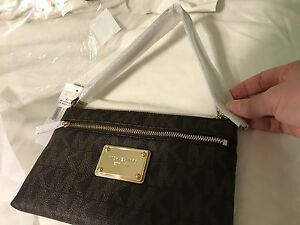 Michael kors leather wristlet brand new with tag  London Ontario image 1