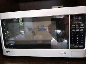 Microwave for sale Wakerley Brisbane South East Preview