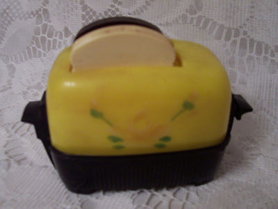 Vintage Plastic Pop Up Toaster Salt and Pepper Shakers